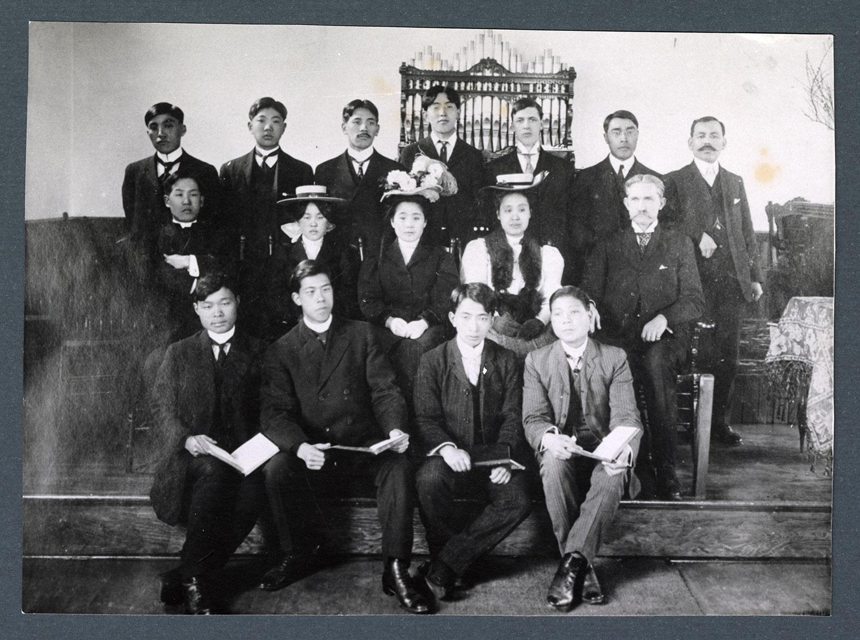 The choir, 1905