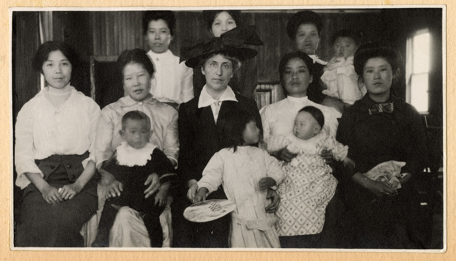Jessie Howie with a group of women and children