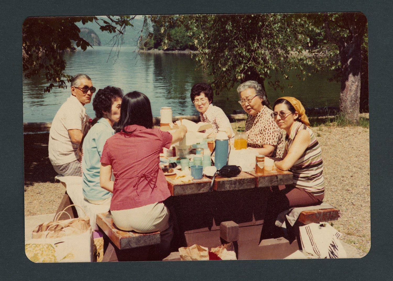 Group picnic: Recto